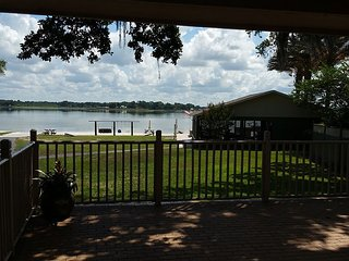 Lake House with private beach right outside (The Villages, FL.)
