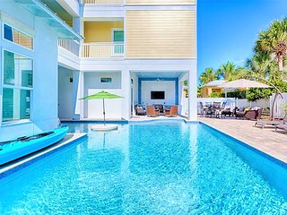 Born to Sun! NEW!Pool/Spa, Game Rm, Elev, Outdoor Kitchen, Near Beach