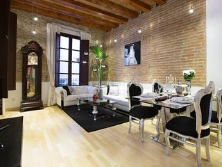 <CAESAR AUGUST - 2> • 2 Bedrooms • Luxury • Heart • Gotico • 5★
