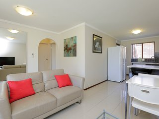 Parkline Apartments4 - 2 BRM G Floor FreeWifi Best Location Excellent Facilities, East Victoria Park
