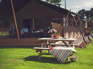 43456 Log Cabin in Abergavenny, Rowlestone