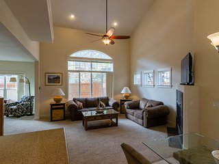 Monthly/Ntly AMAZING HOME Sleeps 6-3 bd/2,5bth, CATHEDRAL CEILING, GARAGE, Bend
