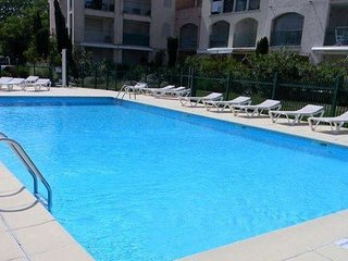 St Tropez apartment rental with pool sleeps 4
