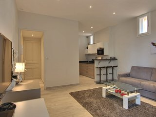 Minimalist flat in the center, Cannes