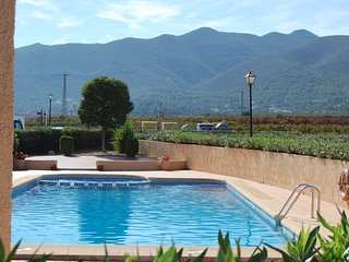 Real Spain, Nr Jalon, Mountain/Valley Views, Free WIFI, Pool, Beaches 20 mins.