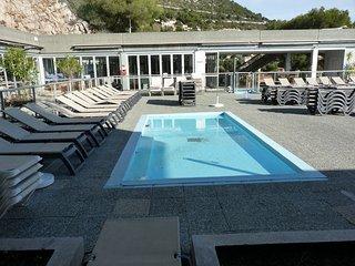 Magnifique piscine et superbe vue sur la mer