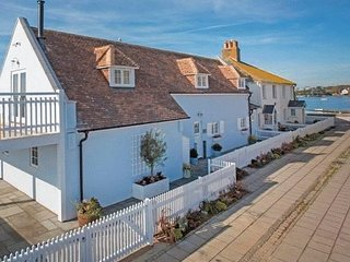 Stunning 4 bed waterside holiday home, Christchurch