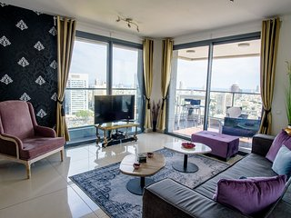 Sarona 2 bdr with City&Ocean View