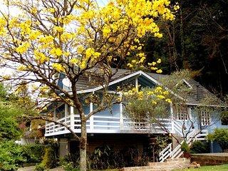 Casa com 5 quartos em condomínio fechado no centro de Gramado