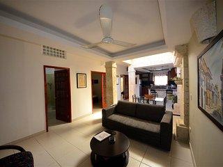 Old City Calle de la Moneda 2 bedroom - walkable to everything!- AC/WiFi/hot H20