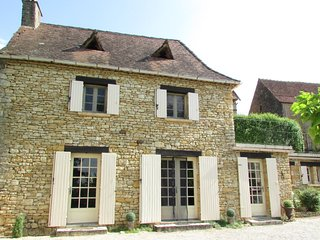 Gîte Le Recoux - Charming Dordogne Holiday Cottage in Central Location, Mouzens