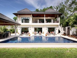 Spacious 6-Bed Pool Villa in Nai Harn