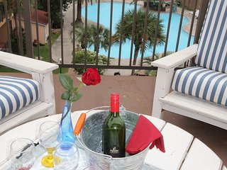 Relax on large deck with Gulf and pool views on Seawall Blvd. Enjoy Your time!