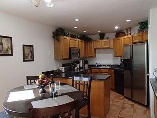 QUITE INVITING!! 2BR2BA-sleeps 6 VENTANA CANYON