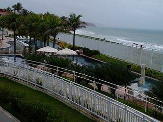 Magnífico apartamento, em resort à beira-mar