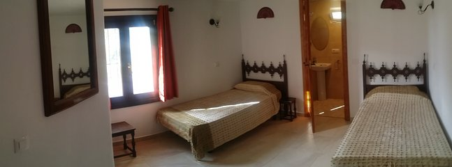 Twin bedroom with ensuite on the ground floor
