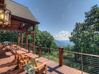 5BR/4.5BA, 5,850 SF of High Country Luxury! Big Mountain Top Views, Wooded Privacy, Hot Tub, Game Room, Adirondack-Style Comfort, Jefferson