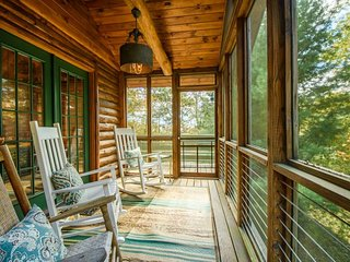 3BR, Minutes from Downtown Blowing Rock, 2 Living Areas, Flat Screen TV, 2 Stone Fireplaces, Close to Boone, Tweetsie, App Ski Resort, Sleeps 8