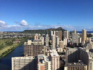 Studio, Awesome Ocean/Mountain/Diamond Head or City views !
