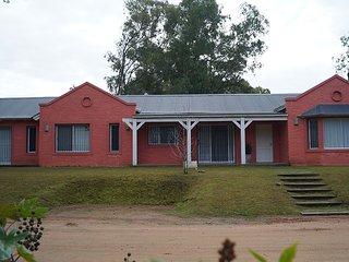 Casa en La Barra, Punta del Este, amplia, grandes ventanales, verano e invierno