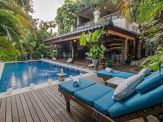 Unique Tropical Paradise 4 Bedroom Villa, Seminyak'