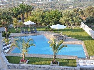 Villa Ozcanos, Asteri