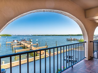 """Bay Life""! Bring Your Boat, Walk To the Beach!, Manasota Key"