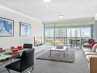 Central to Surfers with Ocean Views, Surfers Paradise