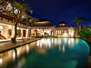 Saya, Luxury 4 Bedroom spa villa close to Echo Beach Canggu