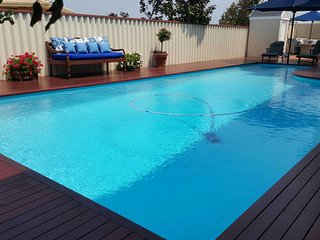 Sunset Lodge - self contained holiday house with pool close to Mullaloo beach