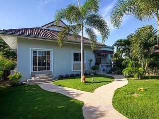 beacutiful 3 bedroom villa in nice green quiet resort, Hua Hin