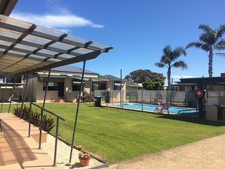 Town centre 2br affordable unit at Lakes Entrance.