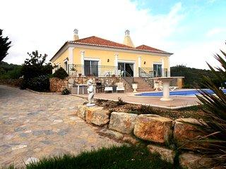 Fabulous three bed villa in quiet location close to amenities, Santa Barbara de Nexe