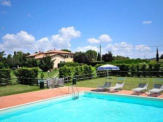 PODERE ADORNI trilocali con piscina immersi nella campagna di Collemezzano