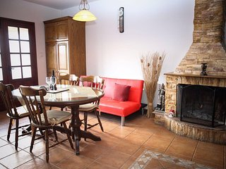 Lovely apartment just above the Tamala Pub Restaurand