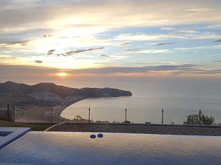 Villa with 2 bedrooms & 1 suite - sea view Вилла с 2-мя спальнями и салоном