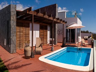 Panoramic views, private pool, Alajero