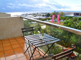 UrbanChic Elegant Quiet 3-BR Torremolinos Apartment
