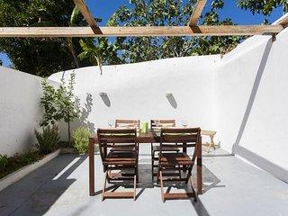 Mercês  Terrace apartment in Bairro Alto {#has_lu…