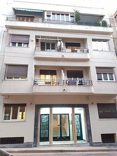 Beige Apartment - Athens Center, 3BD, 2BATH