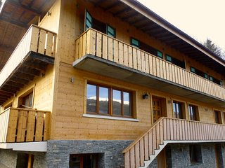Luxury chalet flat. Sleeps 8. 150m to lift!