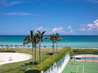 OCEANFRONT BLDG, DELUXE 3BR/2BA, PRIVATE BEACH, TENNIS COURTS, BEACH SERVICE