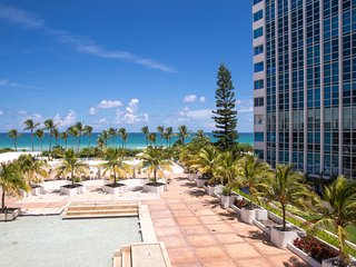 Cozy 2BR JR Apartment for 6 guests, Oceanfront Bldg, Miami Beach