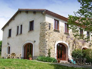 Sonnac-sur-l'Hers French holiday home with pool and fabulous views sleeps 4