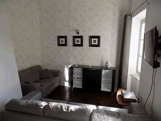 Boutique style complete 4 bedroom house rental in beautiful medieval confolens, Confolens