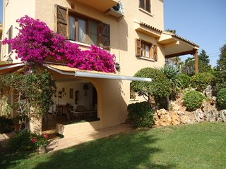 Casa con piscina vallada y jardin, ideal para familias o amigos