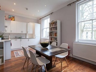 Modern apartment close to Hyde Park, St Johns