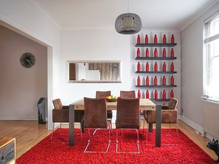 COVENT GARDEN! WOW DESIGN 2BED/2BATH! CHARING CROSS! BIG, SAFE, SPECIAL OFFER!