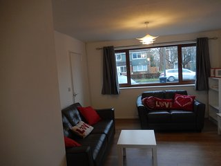 Park House- for a home from home stay, Chester