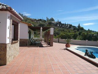 Charming and cozy holiday villa with private swimming pool and spacious terrace, Cómpeta